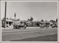 [Business bungalows on north side of Florence Avenue between Hooper and Compton Avenues]