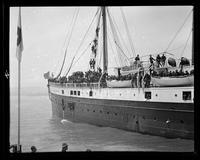 Troops departing for Philippines aboard steamship, San Francisco Bay