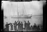 Spectators watch troops depart for Philippines aboard S.S. Colon, San Francisco Bay