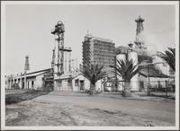 Signal Hill oil field; gas absorption plant